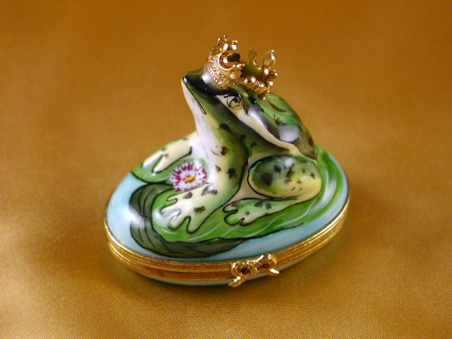 LIMOGES BOXES - FROG W/CROWN