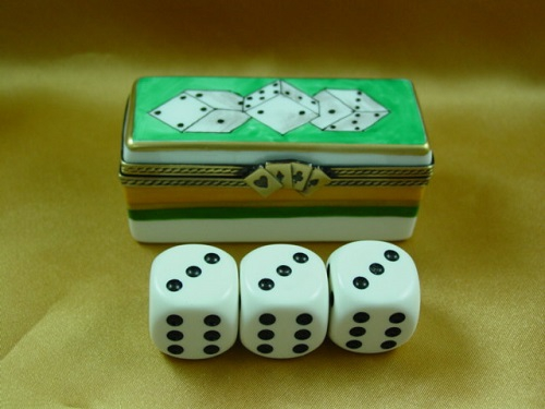 DICE BOX WITH THREE DIE