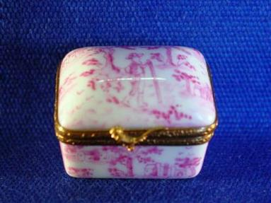 PINK TOILLE BOX
