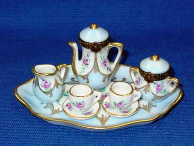 PALE BLUE 8 PIECE TEA SET