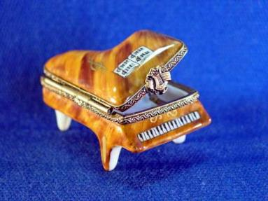 BROWN BABY GRAND PIANO