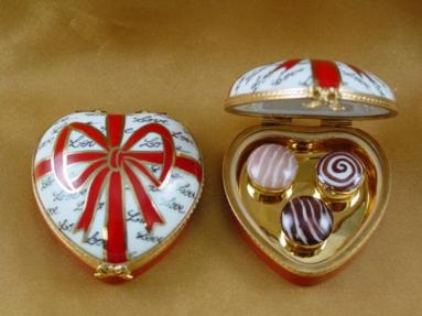 Heart with red bow and three candies