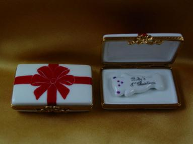 Gift box with red box - Baby's 1st Christmas - Pink