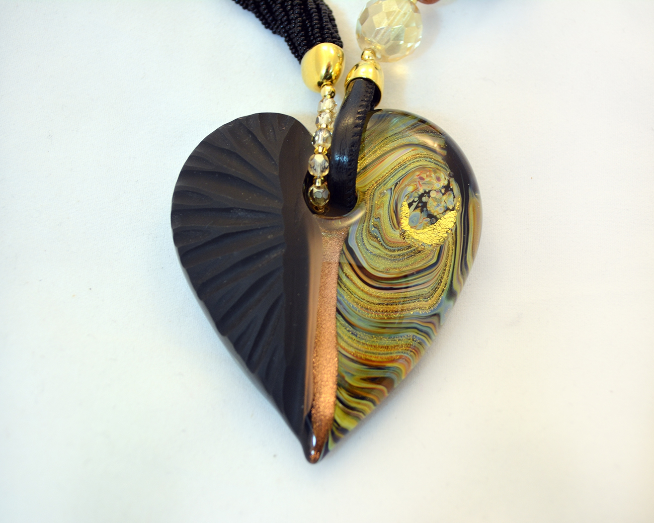 Murano heart necklace traumspuren black and gold murano intaglio glass heart necklace mozeypictures Images
