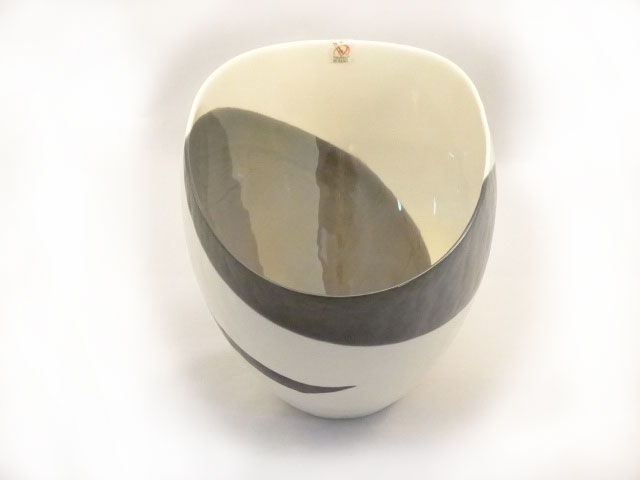 Sinfonia Murano Glass Ivory Black and Mother of Pearl Vase