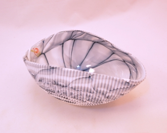 MIGNON MOTHER OF PEARL WITH BLACK AND WHITE SHELL CENTERPIECE