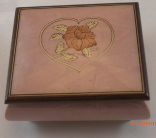 Sorrento lilac heart and flower music box