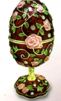 Musical jewelry egg with roses