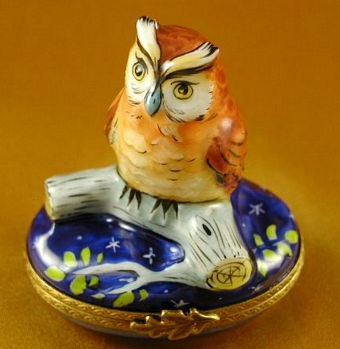 WISE OWL ON BLUE BASE