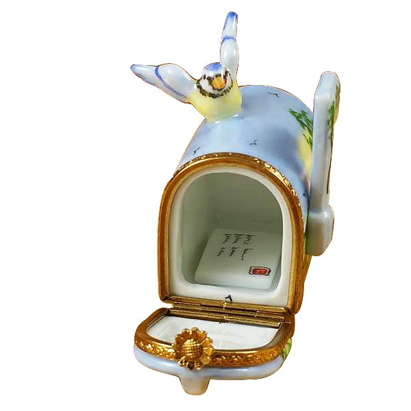 MAILBOX WITH LANDSCAPE AND REMOVABLE LETTER