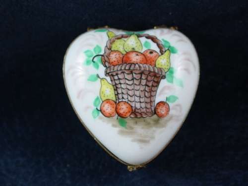 HEART WITH FRUIT BASKET