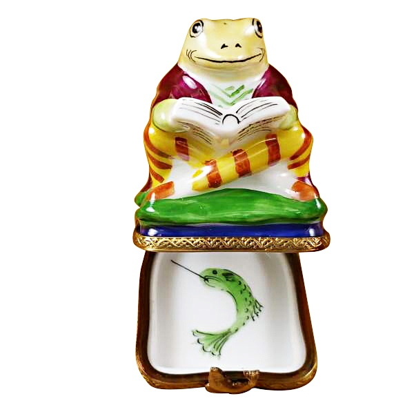 FISHING FROG WITH BOOK
