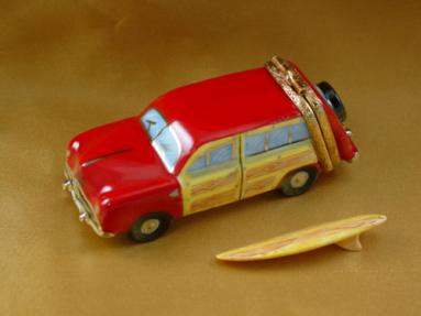 Woodie with surf board