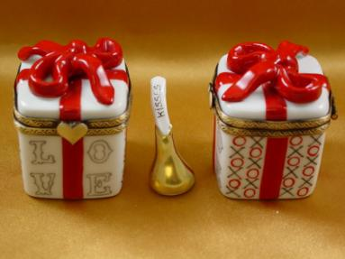 Love Gift Box with XOXO and Removable Kiss