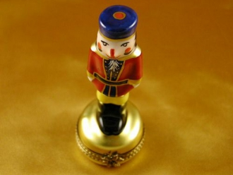 NUTCRACKER ON GOLD BASE