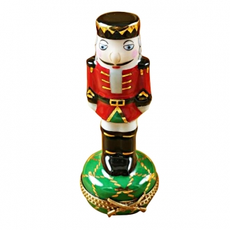 NUTCRACKER ON GREEN BASE