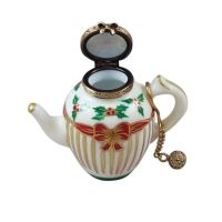 Christmas teapot with metal teaball