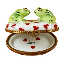 TWO LOVING FROGS ON OVAL BOX