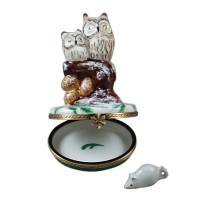 Two owls with snow mouse