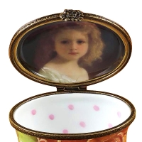 Studio collection - oval floral green - portrait of a girl inside