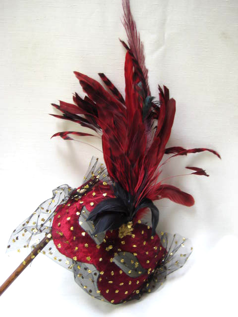 Elfe With Plume Stick Red