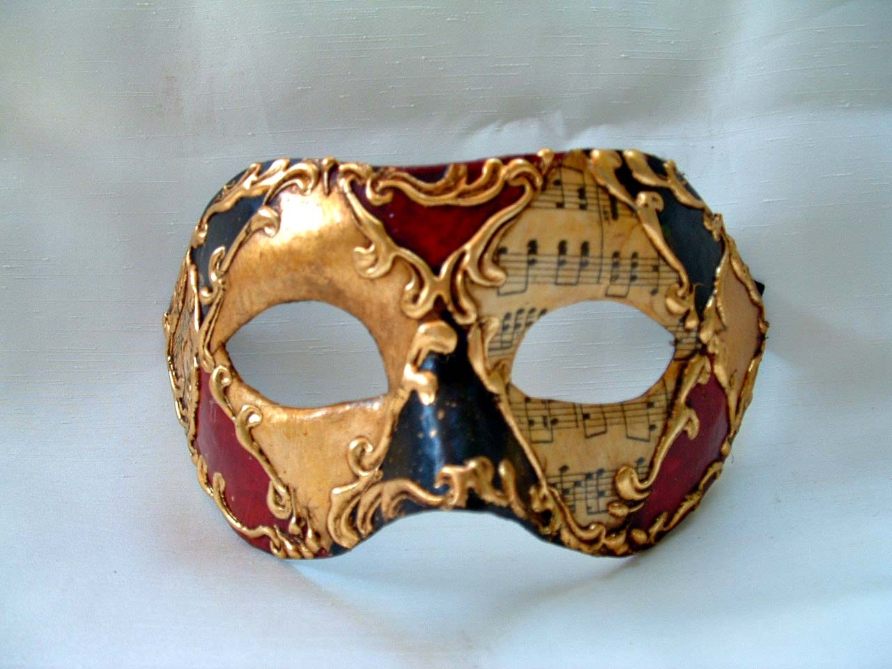 columbina stucco colors music - venetian masks