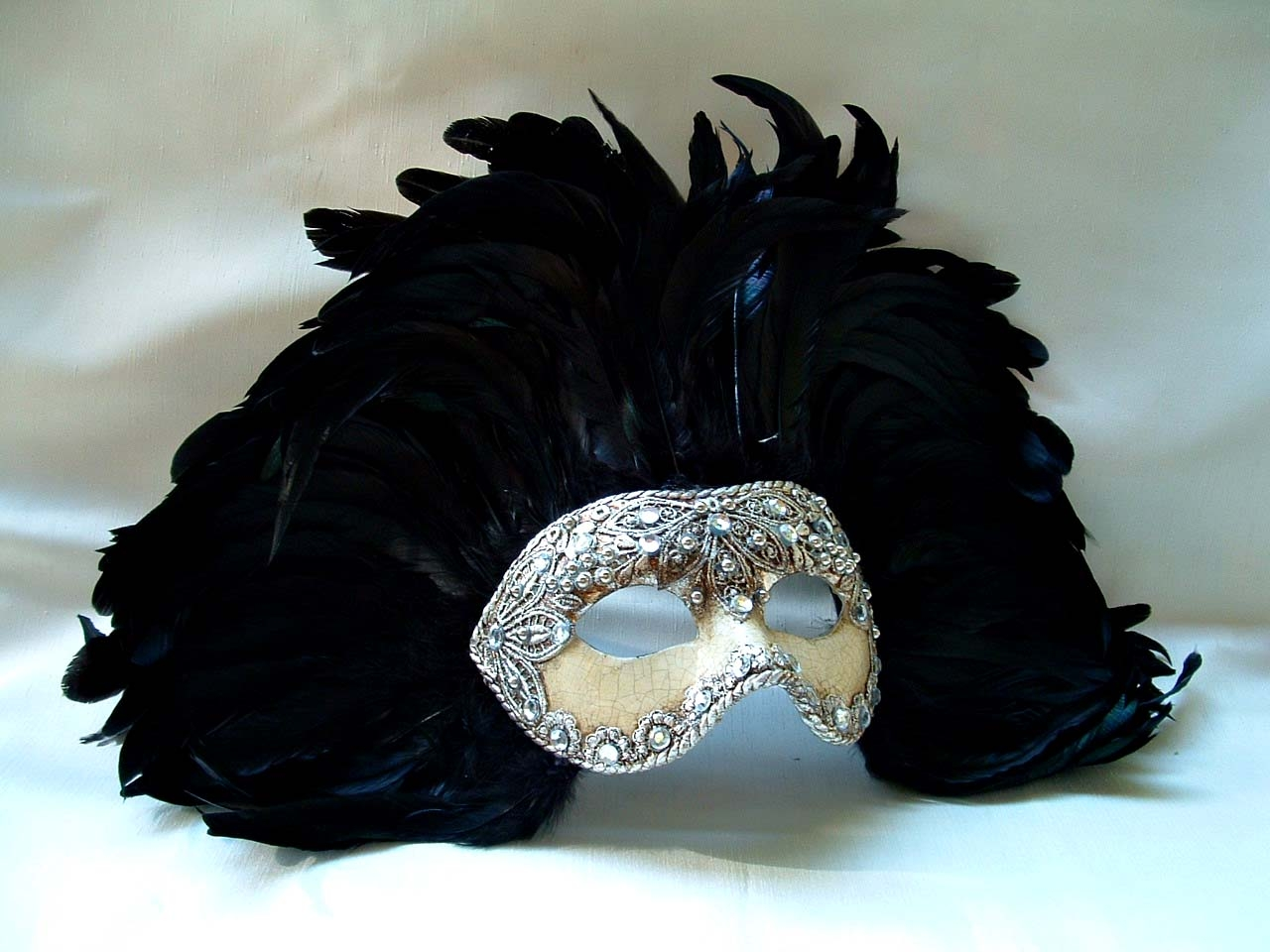 America Silver Macrame Crackle Black Feathers