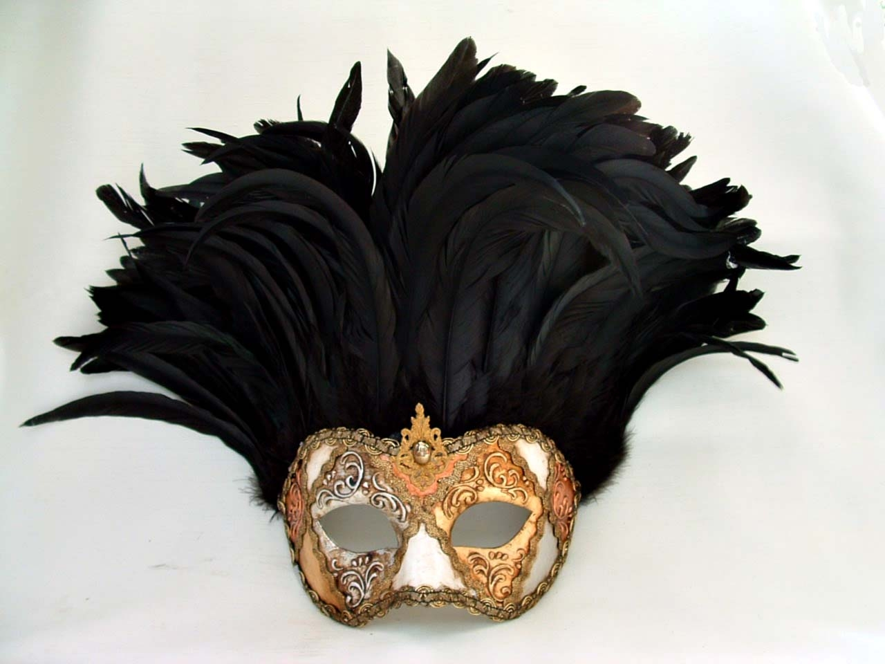 Incas Metallic Black Feathers