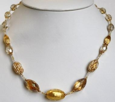 Glamor White/Gold Necklace (Short)