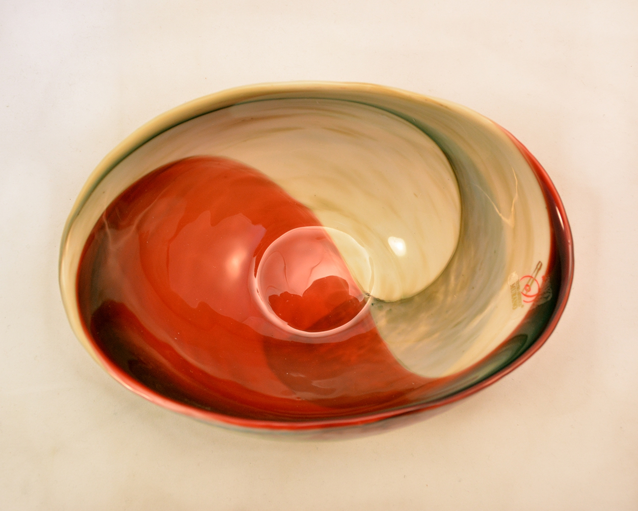 Mignon folded ivory and red marbled folded bowl