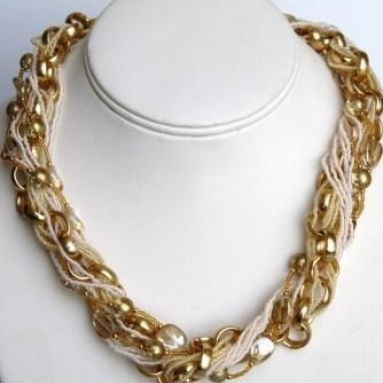 Collegare white and gold necklace