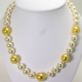 Necklace with large murano glass pearls