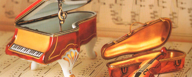 Hand painted authentic Limoges Porcelain Music Boxes, Figurines, miniatures and collectibles. Gifts for her, him, kids: art boxes, baby and children, animals, fruits and vegetables, hearts, sports, travel and monuments.